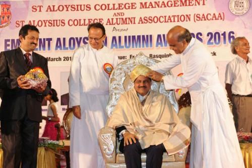 Thumbay Moideen Receives 'Eminent Aloysian Award'