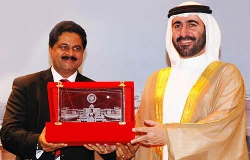 Dr. Thumbay Moideen presents memento to his Excellency Sheikh Dr. Majid Bin Saeed Al Nuaimi, Chairman of Ruler's Court, Ajman, UAE. during one of his many visit to Gulf Medical University, Ajman-UAE.